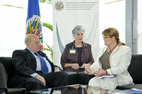OAS Secretary General speaks with Minister of Foreign Affairs of Canada