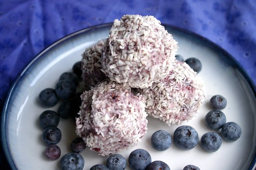 Raw blueberry bites