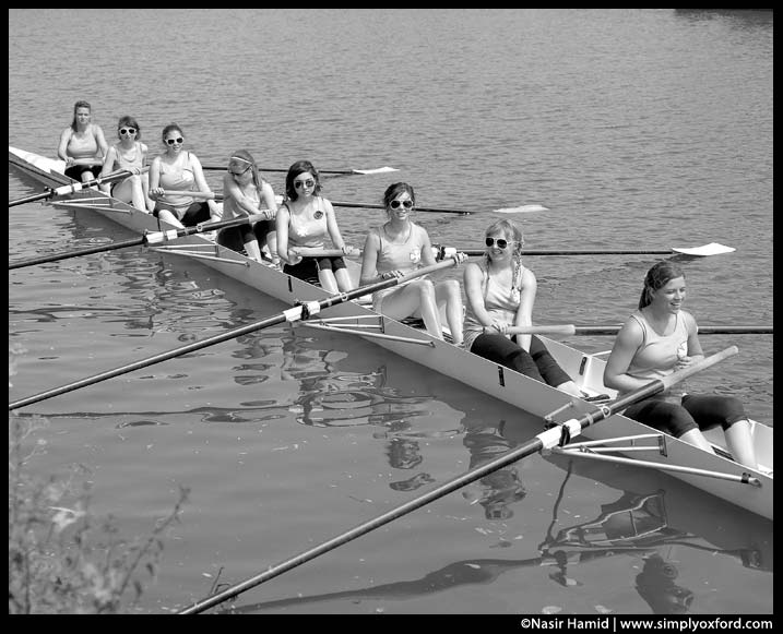 rowers waiting at the start of the race