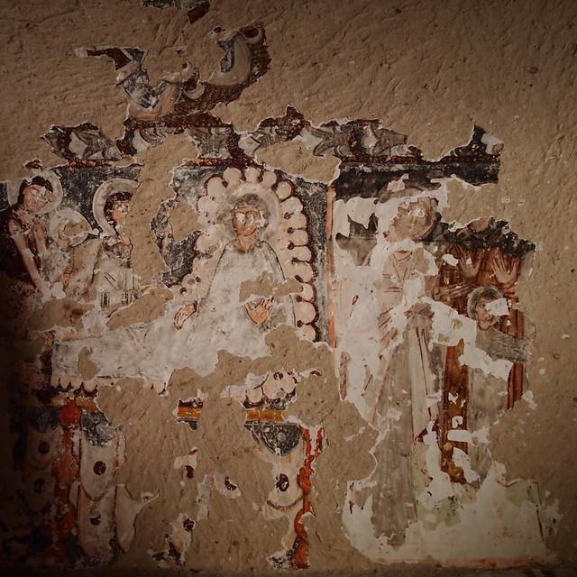 教堂屋頂斑駁的壁畫