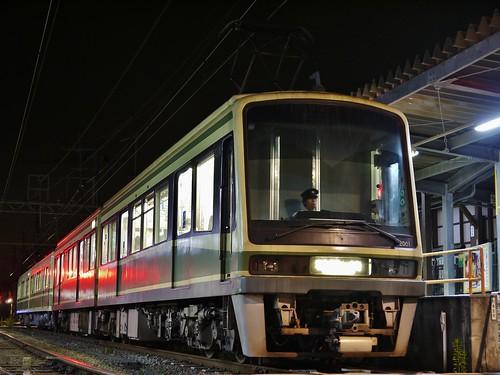 江ノ電2001F+1001F稲村ヶ崎行き最終電車@長谷