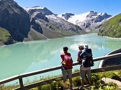 Stausee Mooserboden (Roger Hanuk) Tags: groupofpeople alpine austria couple dam family kaprun mountainrange reservoir walking salzburg at