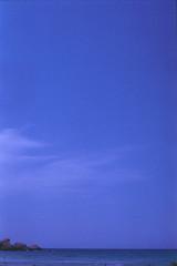 nejna Bay, august 2014 (Tefilo de Sales) Tags: meditarrean malta comino blue lagoon bluelagoon water sea sky summer film fuji fujixtra400 nikkormatel nikkormat nikon nikkor 50mm 35mm analog analogic erasmus trip beach boat expired island