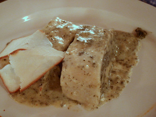 Rotolo di pasta lievitata con ricotta e spinaci su fonduta di Tabor