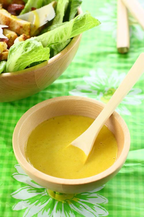 De saus van de salade van nonkel Cesar