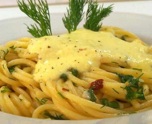 spaghetti piccanti al finocchietto selvatico con crema di pecorino dolce