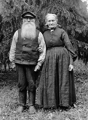 Mr and Mrs Frding, Kummelns, Uppland, Sweden (Swedish National Heritage Board) Tags: portrait woman man standing 1932 beard outdoors thirties 1930s couple headscarf husband cap older wife vest gardener riksantikvariembetet theswedishnationalheritageboard