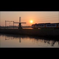 07.10 - on my way to work (leuntje) Tags: netherlands windmill train sunrise ns molen trein sprinter lisse leidsevaart zonsopkomst poldermolen lageveensemolen lageveensepolder
