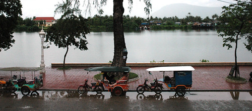 kampot river and tuktuks