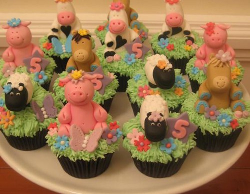 5674739531 6b09dccf3d Farm Animals for your Barnyard Cupcakes