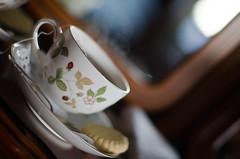Tea and shortbread (Alexandre Moreau | Photography) Tags: sky food cup scotland isleofskye tea smoke highland isle shortbread