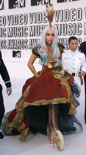 lady-gaga-mcqueen-dress-armadillo-shoes-mtv-vmas-2010