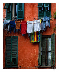 Clotheslines, the mediterranean way (Paco CT) Tags: italy color liguria ita cloth clotheslines monterosso ropa tendedero 2011 pacoct semanasantaitalia