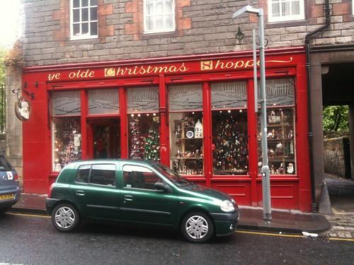 <span>edimburgo</span>Edimburgo - Shop<br><br>A maggio, un negozio natalizio aperto<p class='tag'>tag:<br/>viaggio | luoghi | cultura | edimburgo | </p>
