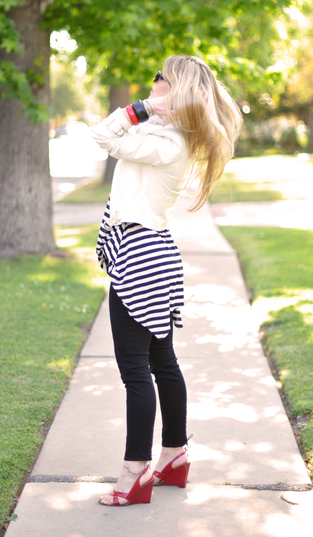 black and white stripes+cropped j brand jeans+white leather jacket+red shoes