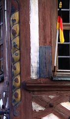 (:Linda:) Tags: fruit germany bayern bavaria town flag pillar vine franconia german climber franken sule oberfranken weinrebe flagholder marktzeuln franconianpillar