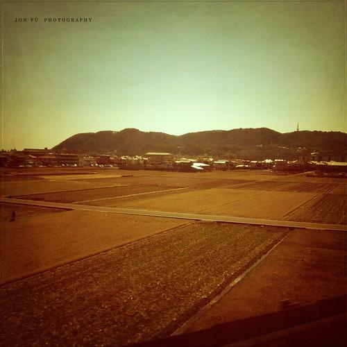 東京を出発して日本を眺めていた (Staring Out)