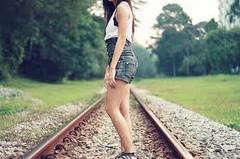 Se voc passou por cima de mim porque o trem no pode passar tambm ? (Lorena Stramasso) Tags: corao fotografia garotos frio kristenstewart unhascoloridas