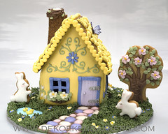 Spring is in the air! (De Koekenbakkers) Tags: easter spring gingerbreadhouse easterbunny easterhouse paashaas eastercookies gardenhouse koekenbakker koekhuisje koekenbakkers wwwdekoekenbakkerscom paashuisje