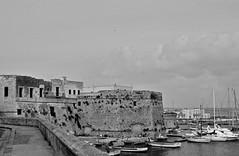 [AA0090]* 2011/04/10_003 (sdb66) Tags: sea italy water mediterraneo italia day mare outdoor porto le gallipoli puglia bwex ionio marmediterraneo marionio bw00001