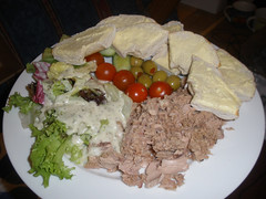 Tuna salad with a bagel