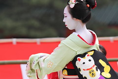 Colorful Maneki-neko Obi (Teruhide Tomori) Tags: travel girl beautiful japan cat design dance kyoto mark traditional maiko   kimono obi manekineko      gionkobu   mamesome