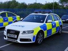 (1066) GMP - Greater Manchester Police - Audi A4 Quattro 4x4 - MX10 KVP (Call the Cops 999) Tags: road station manchester 4x4 police led april greater a4 audi gmp battenburg unit quattro rpu lightbar 2011 policing chadderton mx10kvp