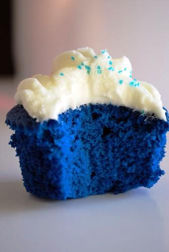 BCC048-2011. Ocean blue velvet cupcakes