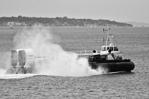 Hovercraft Racing Across The Solent