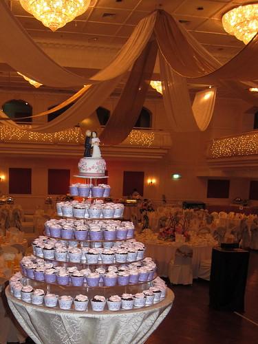 Tin Tin wedding cake & cupcakes