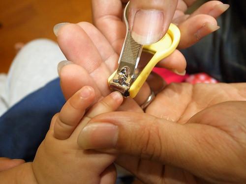 幫嬰兒剪指甲真的很恐怖