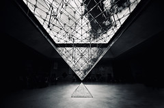 Illuminati (Philipp Klinger Photography) Tags: lighting windows light shadow sky bw white black paris france reflection art luz window museum architecture clouds underground licht blackwhite nikon frankreich europa europe pattern pyramid louvre geometry monalisa lisa mona illuminated musee refraction pyramids philipp iledefrance pyramide schatten glas luce illuminati illuminaten museedulouvre klinger d700 dcdead