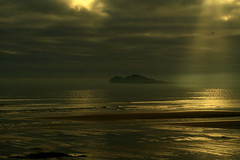 Earth Hour 2011, Dublin (catb -) Tags: world ireland light sea sky dublin sun bird beach strand dark island darkness earth hour rays climatechange climate beams fa global irelandseye portmarnock earthhour