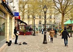 Montmartre Paris  : Abbesses square - The guitar-player - Explore Apr 6, 2011 #370 (Pantchoa) Tags: plaza paris france square nikon raw place montmartre explore guitarplayer pigalle abbesses d90 guitariste pantchoa