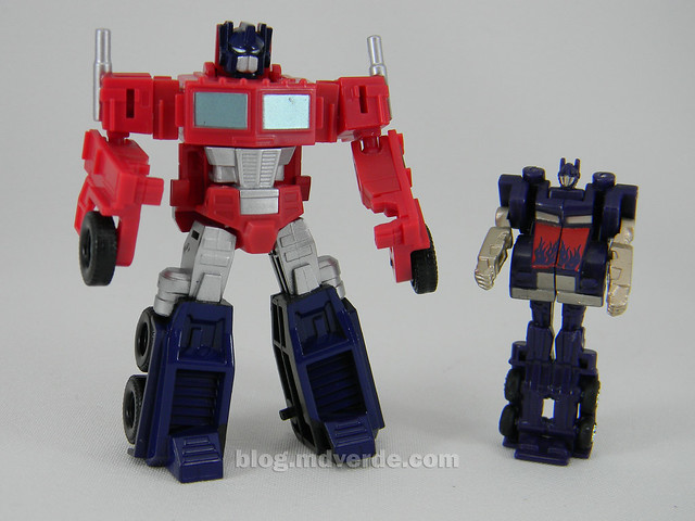 Transformers Optimus Prime Reveal the Shield Legends - modo robot vs mini RotF
