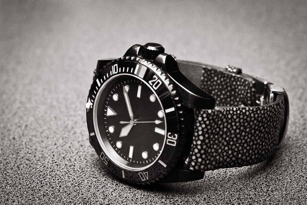 Fantasy PVD milsub on stingray strap
