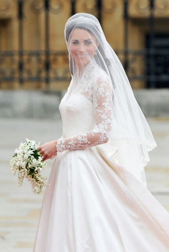 kate-middletons-dress-500-close