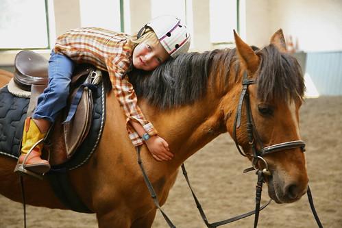 Jef leert paardrijden
