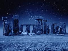 [フリー画像] 建築・建造物, 遺跡, 雪, ストーンヘンジ, 世界遺産, イギリス, 201105091900