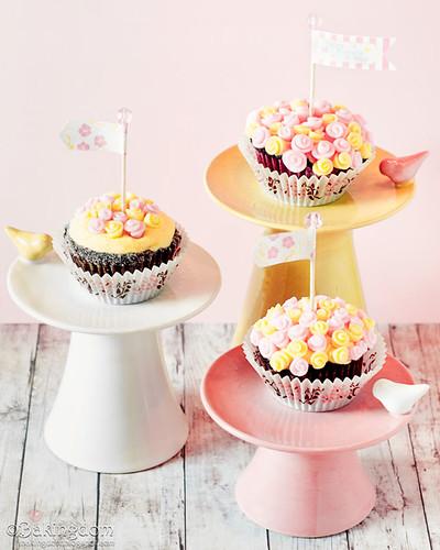 Fondant Ribbon Rose Bouquet Cupcakes