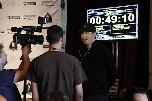 9205 Phil Hellmuth Arrives