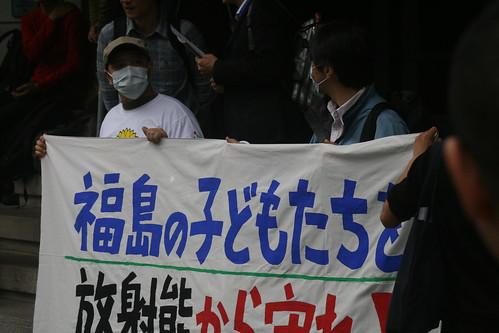 文科省前でデモ