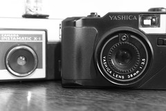 Old cameras (Ricardo Savegnago) Tags: camera old bw canon photography kodak pb equipment 1981 mf motor antiga filme fotografia yashica 1990 analogica instamatic x1 analogic 38mm 500d equipamento canoneost1i