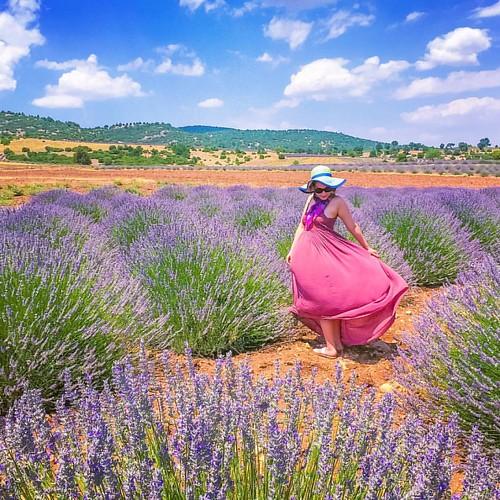 Keyifli haftalar! 🍁 Lavanta üreticisi kadınların @gelecekturizmde kapsamında desteklendiği @lavantakokulukoy Kuyucak burası. Haziran sonu ve temmuz ayı için programınıza şimdiden alın. 🍁 #yoldaolmak #homeof #kuyucak #keçiborlu #ıspar