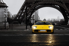Bull(et) in your eyes ([ JR ]) Tags: road city light white black paris reflection tower car rain yellow jaune canon dark eos town tour d eiffel jr spot exotic lamborghini reflets supercar ville 62 spotting rallye selective murcielago sighting v12 550 italin phares torcadero fialeix