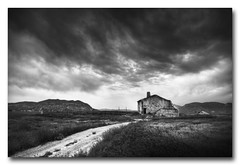 Perdida en el campo... de Lorca (jose.singla) Tags: light shadow sky bw españa white house black byn blanco luz canon landscape casa spain ruins camino negro sigma sombra paisaje murcia ruinas cielo 1020 lorca laparroquia 50d zarcilladeramos josesingla