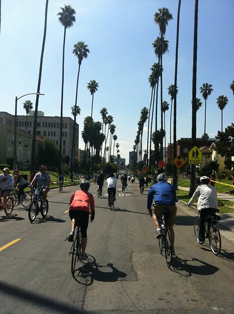 Finally had a chance to look at all my @CicLavia photos from today and this is my favorite. Go bikes!