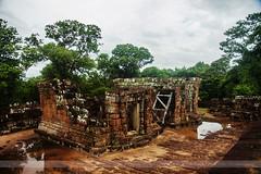 Banteay Samre, Angkor, Cambodia (Seven Seconds Before Sunrise) Tags: travel people tree water clouds temple asia cambodia southeastasia siemreap angkor banteaysamre