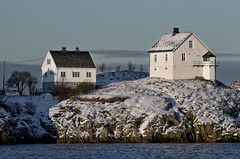 Hundholmen (The Torch) Tags: winter sun house snow port harbour oldhouse