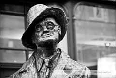 James Joyce [Black & White Dublin] (andrea.prave) Tags: dublin white black statue james joyce statua bianco nero hdr dublino
